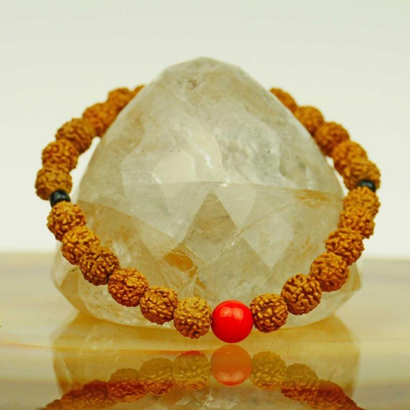 Feines Armband mit Rudraksha Samen aus Nepal