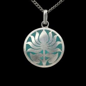 Türkises Amulett mit silbernem Lotus
