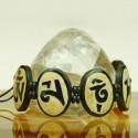 Aufwändig angefertigtes Armband aus Yak Knochen