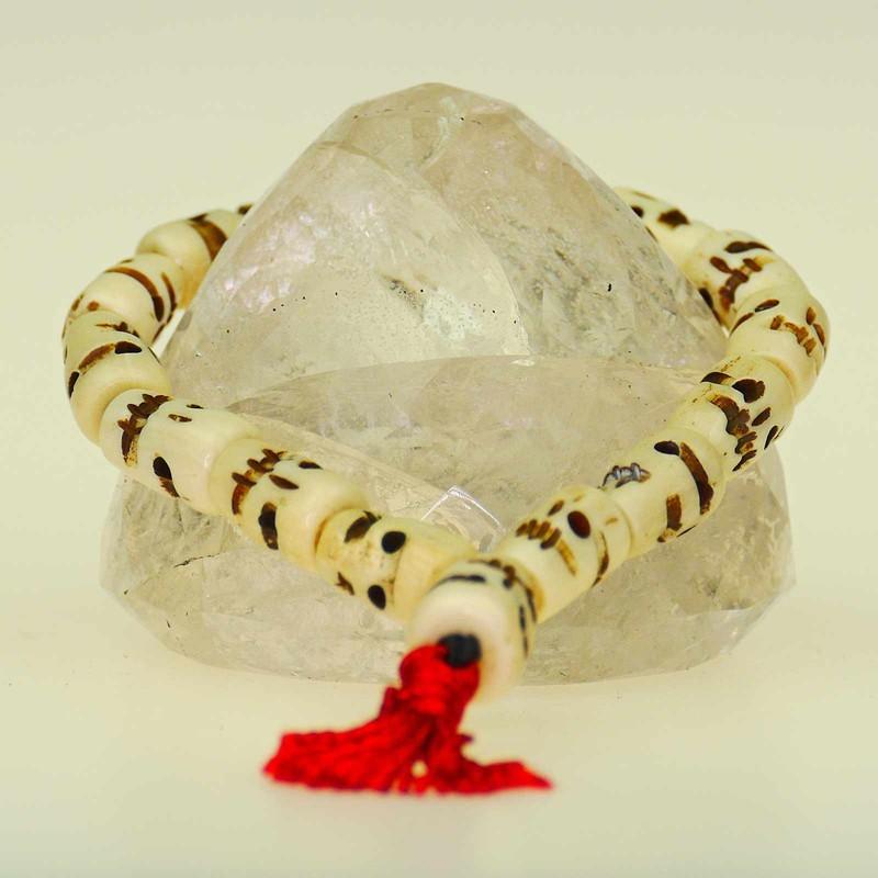 Totenkopfarmband aus Knochen