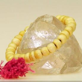 Schönes, einfaches Armband aus weiß-beige gefärbtem Knochen