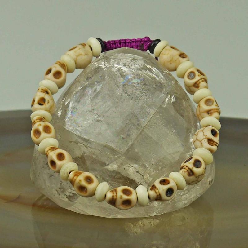 Handgearbeitetes Totenkopfarmband aus Keramik