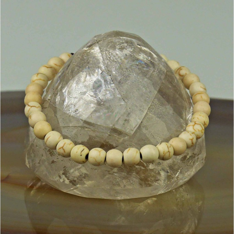 Bracelet with bleached bones in lens shape